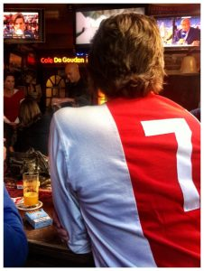 Gogme United in Ajax retroshirt met rugnummer 7